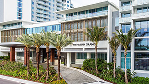 Wyndham Grand Clearwater Beach hotel front